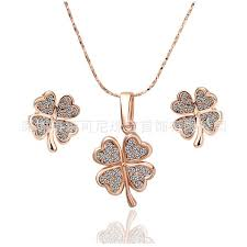2019 lucky clover jewelry set item 18k alloy platinum craft ornament rose gold fashion earrings necklace set korean version of the hot from dunhuang9988