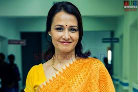 amala akkineni plays a lawyer in her eback malam film