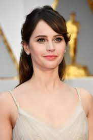 Felicity Jones - Starporträt, News, Bilder