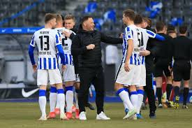 You'll find everything you need to know about our club, players and matches, all conveniently in one place. 14 Tage Quarantane Mitten Im Abstiegskampf Fur Hertha Bsc Muss Es Jetzt Erst Recht Heissen Sport Tagesspiegel