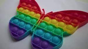Juguete antiestrés de silicona en forma de mariposa Pop it de todos los  colores del arco iris — Vídeo de stock © reydangeniy@gmail.com #478936312
