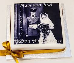 celebrate a wedding anniversary with a photo cake