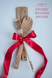 diy etched wooden spoons no paint so they re food safe