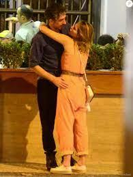 Letícia Colin e Michel Melamed passearam de mãos dadas e trocaram carinhos  em bairro da zona sul do Rio neste domingo, 13 de novembro de 2016 -  Purepeople