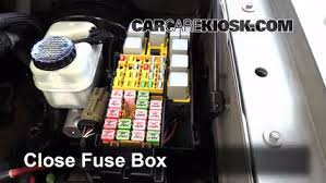 replace a fuse 2002 2010 mercury mountaineer 2006 mercury 6 replace cover secure the cover and test component