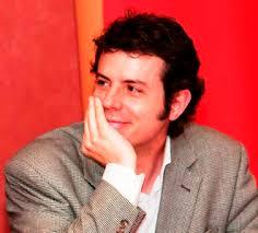Reseña biográfica: Vicente Luis Mora (Córdoba, 1970) es escritor, investigador académico y crítico literario. Ha sido profesor invitado en Brown University. - Vicente-Luis-Mora-1