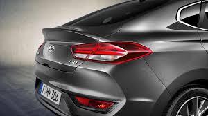 Hyundai I30 Designer 2018 Hyundai I30 Fastback Unveiled With Lower Sleeker Body