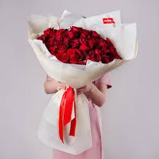 <b>Букет</b> из красной одноголовой розы
