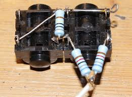 wiring diy amplifier ac30 the leads to the first tube are made shielded wire because any noise picked up at this stage is amplified strongly