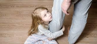 Resultado de imagen de padre no hace caso hija
