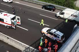 Incidente nella notte lungo l'A4: donna a piedi in ...