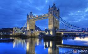 Тауэрский мост в Лондоне Тауэрский мост в сумерках вечера