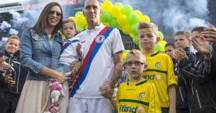 The Ex-soccer player Fernando Ricksen (43), who is losing the battle  against the disease, AS – The Global Domain News