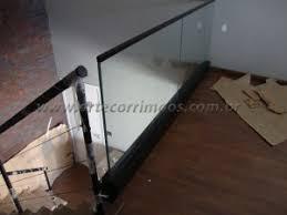 Já a parte de alumínio é utilizada como suporte do vidro, podendo ser em pequenas torres ou. Guarda Corpo Arte Corrimaos E Escadas
