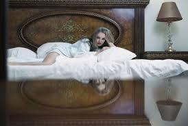 Schöne Bett Schlafzimmer Blondine Augen Müdigkeit Mädchen