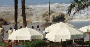 boxing day tsunami  waves breaking in thailand