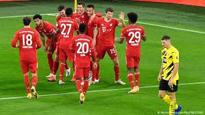 Robert lewandowski appeared to give bayern munich the lead early, but var chalked off his goal. Breathless Bayern Set New Standards With Klassiker Triumph Sports German Football And Major International Sports News Dw 07 11 2020