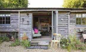 the ploughmans cote is a family friendly pet friendly holiday cote in east end a pretty hamlet near lymington in the new forest