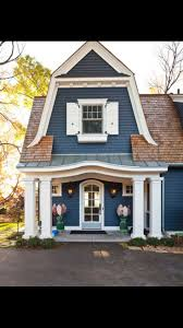 exterior paint colors with light brown roof. dark with brown roof. love this color scheme! exterior paint colors light roof