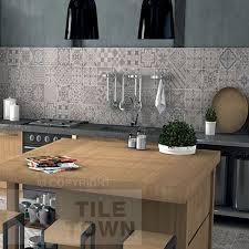 grey tiles kitchen
