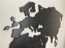 <b>Деревянная карта мира</b>