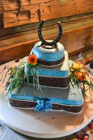 horseshoe cake topper thrifty trends and tasty treats Wedding Horseshoe To Make this was my first attempt at a wedding cake and it for my own wedding with about 4 hours to make this cake, time wasn't on my side Horseshoes Game Wedding