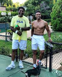 "Prakash Amritraj på Twitter: ""Labor Day tennis 🎾 at home with the King 👑  @Vijay_Amritraj and Jonah 🐶 #SummerDays in #LA .. My favorite time of year  🙌🏾🙏🏾… https://t.co/QMrD3GUApg"""