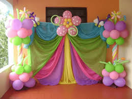 decorate birthday party room with balloons