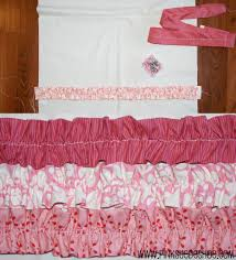 I typically hate quilts, but I LOVE this one!!!! Pink ruffled ... & Pink ruffled quilt tutorial would make a cute bed pillow too! Adamdwight.com