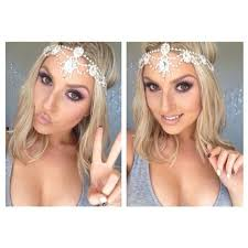 makeup and no i i she looks kind of like perrie edwards from little mix i love