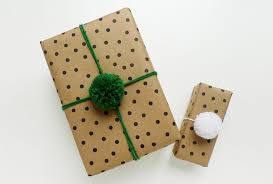yarn gift wrapping idea