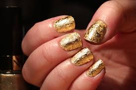 Gold leaf nail art - how you can do it at home. Pictures designs ...