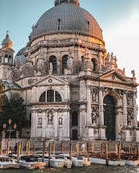 The Church of the Madonna della Salute is one of the most beautiful works  of Venetian and Italian Baroque that overlook th… | Italian baroque, Grand  canal, Building