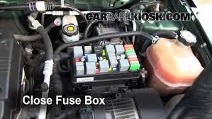 replace a fuse 2002 2007 saturn vue 2004 saturn vue 2 2l 4 cyl 6 replace cover secure the cover and test component