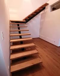 Höhen von 99,5 bis 120 cm. Gewendelte Mittelholmtreppe Mit Podest Treppencenter