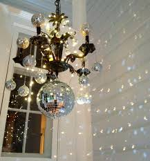 using mirror to make a holiday decoration led battery lights easy