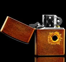 <b>Зажигалка ZIPPO Classic</b> Toffee™ изображение дырки от <b>пули</b> ZP ...