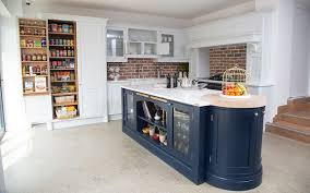should the color of kitchen cabinets be