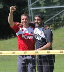 1. FC Köln: Ex-Kapitän Ümit Özat mit Wut-PK in Bosnien