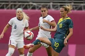 Australia, advances to soccer knockouts