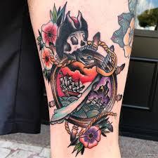пират штурвал корабль цветы тату на голени у парня добавлено