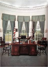 picture of the oval office. the desk resolute seen here in john f kennedyu0027s office on feb 5 1961 was a gift from queen victoria to rutherford b hayes it built pieces of picture oval