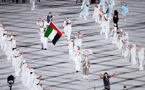 يوسف المطروشي يحمل علم الإمارات في افتتاح أولمبياد طوكيو