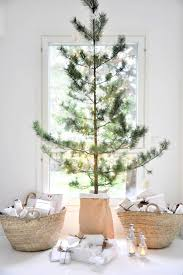 simple homes christmas decorated. Image Via: Monday To Sunday Home. Cozy ChristmasChristmas Tree SimpleMinimalist Simple Homes Christmas Decorated P