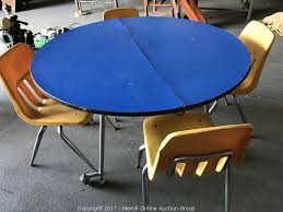 round fold up table with 4 student chairs