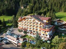 Offizielle Webseite Tourismusverband Fassatal Hotel Cèsa