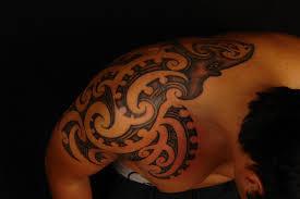 Tatuaggi Maori Sulla Spalla Dolore Consigli Avvertenze E Foto