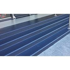 Ideal für alle glatten und rutschigen oberflächen wie treppenstufen, aufgänge, rampen, leitern, trittflächen auf booten usw. Holdbar Treppen Beschichtung Treppen Beschichtung Holdbar