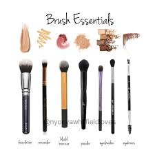 makeup brush essentials all you need for when you travel great for