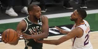 Milwaukee Bucks vs Phoenix Suns in Game ...